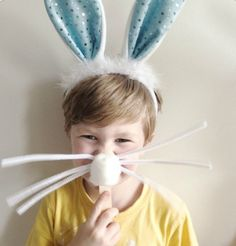 Super Simple Easter Bunny Masks- awesome prop for family photos, or just for fun! What an adorable Easter craft idea.