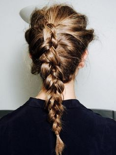 Awesome tutorial on braids for traveling! Find more ideas like this at www.travelfashiongirl.com