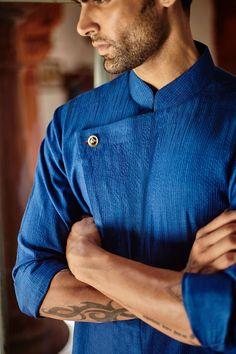 Kalol Kurta - Ready to Wear - Man - Shop Mens Indian Wear, Mens Ethnic Wear, Indian Men Fashion, Mens Fashion Wear, Men's Fashion, Latest Kurta Designs, Mens Kurta Designs, Kurta Pajama Men, Kurta Men