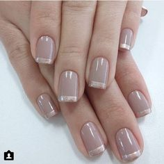 This is an awesome variation of the French manicure and is super easy to achieve Glitter nails with gold striping (you can mix and match the nail polish colors you want to use depending on what you're going to wear) are perfect for any gala event, - # Glitter Tip Nails, Gold Nails, Elegant Nails, Stylish Nails, Cute Nails, Pretty Nails, Milky Nails, Manicure E Pedicure, French Tip Nails