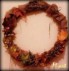 Φθινοπωρινό στεφάνι Autumn wreth Decoupage, Wreaths, Fall, Handmade, Home Decor, Autumn, Door Wreaths, Craft, Deco Mesh Wreaths