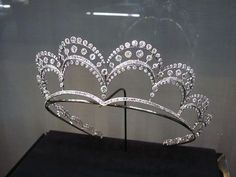 Tiara Queen A delicate belle epoque, circa by Chaumet. Designed as eight, triple arches of brilliant diamonds rising from a diamond and platinum band, this tiara has been seen gracing the windows of Fred Leighton's shop in New York. Royal Crowns, Royal Tiaras, Tiaras And Crowns, Royal Crown Jewels, Royal Jewelry, Vintage Jewelry, Fine Jewelry, Diamond Tiara, Chaumet