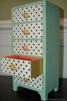 Little House of Four: Yard Sale Jewelry Box Makeover...