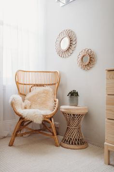 Salon Boho Chic, Rattan Side Table, Side Table Decor, Living Room Decor, Bedroom Decor, Boho Room, Aesthetic Rooms, Eclectic Decor, Dream Rooms
