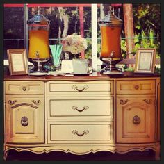 Vintage drink station! Www.luxuriousevent.com