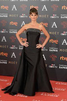 Penelope Cruz In Atelier Versace – 2016 Goya Cinema Awards