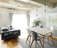 657 個讚,3 則留言 - Instagram 上的 BoConcept(@boconcept_official):「 Sometimes a great interior takes a bit of daring. Like @intellex.kukan choosing two different… 」 Dining Table Chairs, Dining Room, Boconcept, Open Plan Living, Danish Design, Scandinavian Style, Living Area, Sofa, Flooring