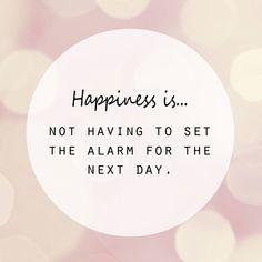 Happiness is not having to set the alarm for the next day.Starke Frauen, Starke Zitate - Zitate von Audrey Hepburn, Marilyn Monroe & Co:Frauen Zitate