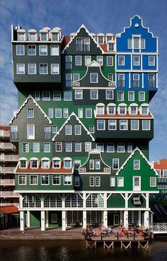 23. Inntel Hotel Amsterdam- In Zaandam by WAM architecten. Ik vind dit een bijzonder gebouw omdat het er zo stripfigurig uitziet en apart is gemaakt.