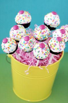 Super fun, cheerful, adorable little Confetti Cake Pops.
