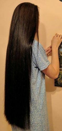 Long Silky Hair, Long Dark Hair, Long Hair Cuts, Long Hair Styles, Beautiful Girl Indian, Beautiful Long Hair, Loose Hairstyles, Indian Hairstyles, Long Indian Hair