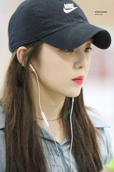"""""""irene in caps that will make you gay : a thread 😜"""" Red Velvet アイリーン, Velvet Hat, Red Velvet Irene, Velvet Style, Kpop Girl Groups, Kpop Girls, Thing 1, Face Shapes, Korean Girl"""