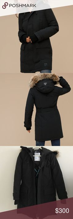 Aritzia TNA Bancroft Parka, brand new. Size XS Our iconic Bancroft Parka will now keep you warmer than ever. It's made with a water-repellent fabric and has cozy Real Faux Fur trim that's incredibly plush. Combined with the updated responsibly-sourced goose down fill and smart technical features, this is the parka to keep you feeling cozy this winter. This was only tried on. I threw out the tags. Selling because I don't have much use for this heavy coat in California. Currently $350 on…