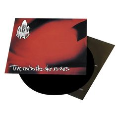 "L'album degli #AtTheGates intitolato ""The Red In The Sky Is Ours "" su vinile."