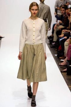 Margaret Howell at London Fashion Week Spring 2012 Runway Fashion, Spring Fashion, Autumn Fashion, Womens Fashion, London Fashion, Yohji Yamamoto, Modern Fashion, Fashion Design, Margaret Howell