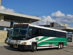 © YT GO Transit 2439 MCI is seen at Richmond Hill Centre, on Route 40 to Pearson Airport. Go Transit, New Flyer, Richmond Hill, Bus Coach, Busses, Coaches, Motorhome, Diecast, Trains