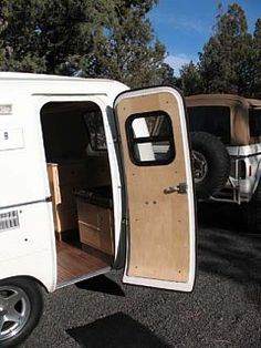 Love this door! This forum explains all the modifications he made to his scamp. Casita Camper, Scamp Camper, Scamp Trailer, Tiny Camper, Small Campers, Retro Trailers, Tiny Trailers, Camper Trailers, Fiberglass Camper