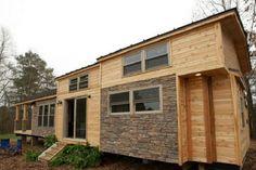 Cette petite maison de 400 pieds carrés est superbe, mais quand on entre à l'intérieur... WOW!