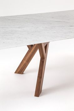 Dining tables | Tables | Trigono | Bross | Enzo Berti. Check it out on Architonic