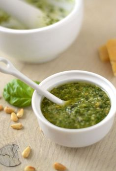 Easy Tasty Pesto Recipe - All Recipes Tapas, Feel Good Food, Love Food, Chutney, Pasta, Pesto Dip, Italian Recipes, Dutch Recipes, Snack Recipes