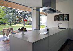 Villa Geef by #damilanostudioarchitects  Photo by Andrea Martiradonna  Kitchen: CN Arredamenti  #interiordesign #interior #design #architecture #kitchen #view #italy #coffee #archilovers