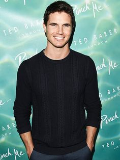 5 Things to Know About The DUFF's Robbie Amell (Spoiler Alert: He Was an Underwear Model!) http://www.people.com/article/robbie-amell-the-duff-the-flash-stephen-amell-cousin-girlfriend-italia-ricci