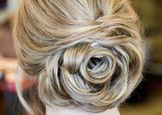 髪の毛でバラをつくっちゃう!ゴージャスで可愛いヘアアレンジです♡