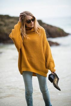 Transition your outfits into fall vibe with this beautiful oversized mustard sweater. Style it with mom denim jeans or boyfriend skinny jeans and your look is street style ready. Get this sweater now and achive that vintage and cozy winter outfit! Looks Street Style, Looks Style, Mode Outfits, Fashion Outfits, Fashion Trends, Latest Fashion, Stylish Outfits, Fashion 2014, Fashion Bloggers
