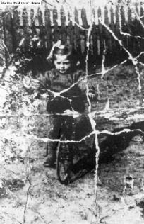 Ruchla Zylberberg 1941 at the age of 8, she was deported with her mother and sister Esther to Auschwitz, where those two were killed. Ruchla remained in the children's barracks in the camp. In December 1944 she was sent, together with 19 other Jewish children ages 5 - 12, to the Neuengamme camp near Hamburg, where they where they were subjected to medical experimentaton, then on April 20, 1945, were taken to a school building and put to death.