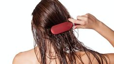 Whether you've got a bob or cascading hair that you refuse to cut, tangles are likely when your hair is wet — but there's no need to be subjected to snags, breakage, and scalp irritation from brushing wet hair. The best hair brushes for wet hair… Scalp Moisturizer, Best Hair Brush, Rides Front, Hair Masque, Hydrate Hair, Healthy Hair Tips, Oily Hair, Hair Health, Textured Hair