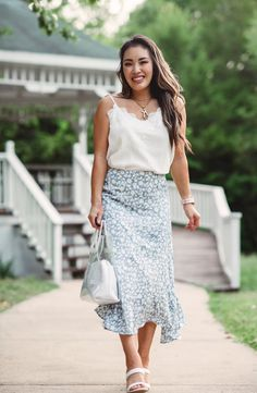 Visit to learn how to wear a midi skirt when you're petite on Cute & Little! If you are looking for an awesome midi skirt outfit for summer, then this is the blog post for you. Get inspired by these petite fashion tips and style. You will love this ultimate petite fashion for women with casual outfits. There's nothing better than a midi skirt outfit that is dressy for summer. Be sure to buy summer skirt outfits and these summer outfits for women in their 30s. #skirt #summer #outfit Summer Outfits Women 30s, Summer Fashion Outfits, Skirt Fashion, Outfit Summer, Midi Skirt Outfit, Skirt Outfits, Business Casual Outfits For Work, London Fashion Bloggers, Petite Fashion Tips