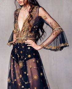 ideas for dress elegant black haute couture Looks Street Style, Looks Style, Look Fashion, Runway Fashion, Fashion Design, Trendy Fashion, Feminine Fashion, Fashion Trends, Dress Fashion