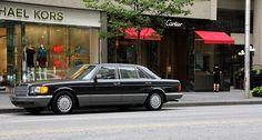 Durch Toronto im Chefsessel des Mercedes-Benz 420 SEL: Check ✓ | Classic Driver Magazine