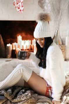 Wonder what to wear on a Christmas date or party to feel warm and Christmasy? Easy to be lovely and adorable?The answer is sweater. A satisfying sweater makes you a cutie pie both in snowing outdoors or by fireplace. Christmas Fashion, Winter Fashion, Cozy Christmas Outfit, Holiday Outfits, Winter Outfits, Ferrat, Dressed To Kill, Lounge Wear, Photos