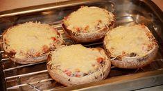 Voor dit recept heb ik gevulde portobello met gegratineerde parmezaanse kaas gemaakt. Het resultaat was perfect voor bij een feestelijke maaltijd. Portobello, Camembert Cheese, Bbq, Muffin, Pasta, Vegan, Dinner, Breakfast, Food