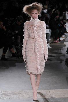 Alexander McQueen - Fall 2015 Ready-to-Wear - Look 14 of 36