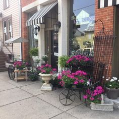 The Looking Glass is a small garden boutique located in historic Waynesville, OH. If you love your garden, you'll love our store! Chamber Of Commerce, Main Street, Maine, Sidewalk, Patio, Boutique, Store, Glass, Outdoor Decor