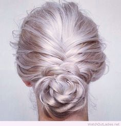Metallic~Pearl Blonde Hair