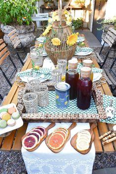 Garden Tea Party. Al fresco decor. Al fresco tablescape Holiday Desserts, Holiday Recipes, Al Fresco Dinner, Tea Party Table, Tea Recipes, Potluck Recipes, Party Ideas, Event Ideas, Theme Ideas