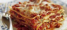 How TO Make Cheese Lasagna - Homemade Lasagna Recipe & Steps To Make Lasagna Ricotta Cheese Recipes, Meat Lasagna, Cheese Lasagna, Baked Lasagna, Lasagna Noodles, Italian Lasagna, Tasty Lasagna, Portuguese Recipes, Deserts