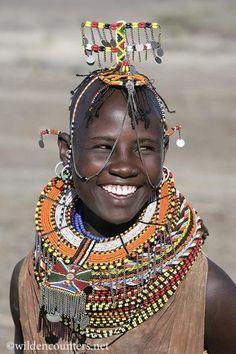 A provocare un sorriso è quasi sempre un altro sorriso #Kenya #Africa (Young girl from the Turkana tribe, Lake Turkana)