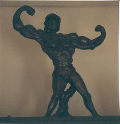 uomo di bronzo scultura
