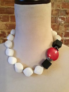 Onyx and White Agate Statement Necklace w/Red Coral Accent Bead Black Onyx and White Agate Statement Necklace w/Red Coral Accent Bead Short Necklace, Diy Necklace, Fashion Necklace, Beaded Jewelry Designs, Necklace Designs, Handmade Jewelry, African Beads Necklace, Chunky Jewelry, Pearl Jewelry
