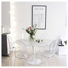 Unique Ideas About Ghost Chairs Dining Room Guide - targetinspira Ghost Chairs Dining, Acrylic Dining Chairs, Acrylic Chair, White Dining Table, Dining Nook, Dining Room Design, Dining Room Chairs Ikea, Garden Lounge Chairs, Clear Chairs
