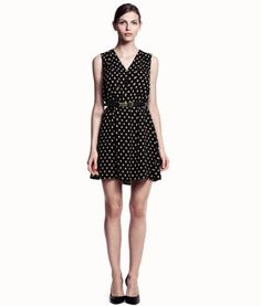 Discover the latest women's fashion trends at H&M. Shop women's clothing and accessories and get inspired by the latest fashion trends. Stylish Dresses, Cute Dresses, Kids Fashion, Fashion Outfits, Fashion Ideas, Button Front Dress, Friend Outfits, New Wardrobe, Moda Online