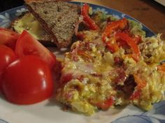 "MEETVURSTI ""Munajuttu"" - Resepti | Kotikokki.net Lidl, Feta, Eggs, Vegetables, Breakfast, Red Peppers, Morning Coffee, Egg, Vegetable Recipes"