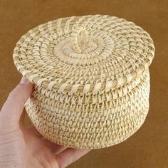 Southwestern Collectible Decor | Native American Papago Tohono Wedding Basket with Lid Basket Weaving, Hand Weaving, Native American Decor, Linen Towels, Native Americans, Gourds, Rattan, Nativity, Little Girls