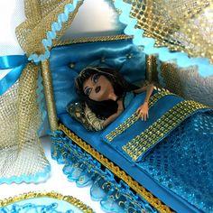 Monster High Beds, Monster High Dolls, Repainting Furniture, Doll Furniture, Doll Home, Handmade Furniture, Custom Dolls, Barbie Dolls, Dollhouse Ideas