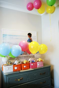 Hot air balloon themed party!  Little hot air balloon favor bags  (via Rambling Renovaters)