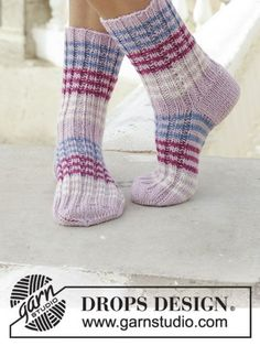 Berry Waves Socks - DROPS Berry Waves Sock in Karisma. See our great prices and fast service. Knitting Socks, Hand Knitting, Knitting Patterns, Crochet Patterns, Double Pointed Knitting Needles, Office Prints, Striped Socks, Needles Sizes, Sock Yarn